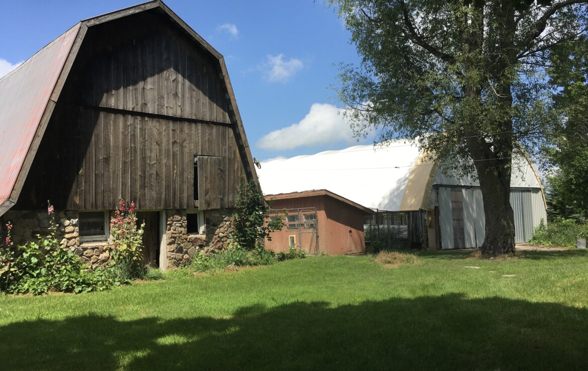 Black River Valley Paradise with 5 Bedroom and 2.5 Bathroom Farmhouse!
